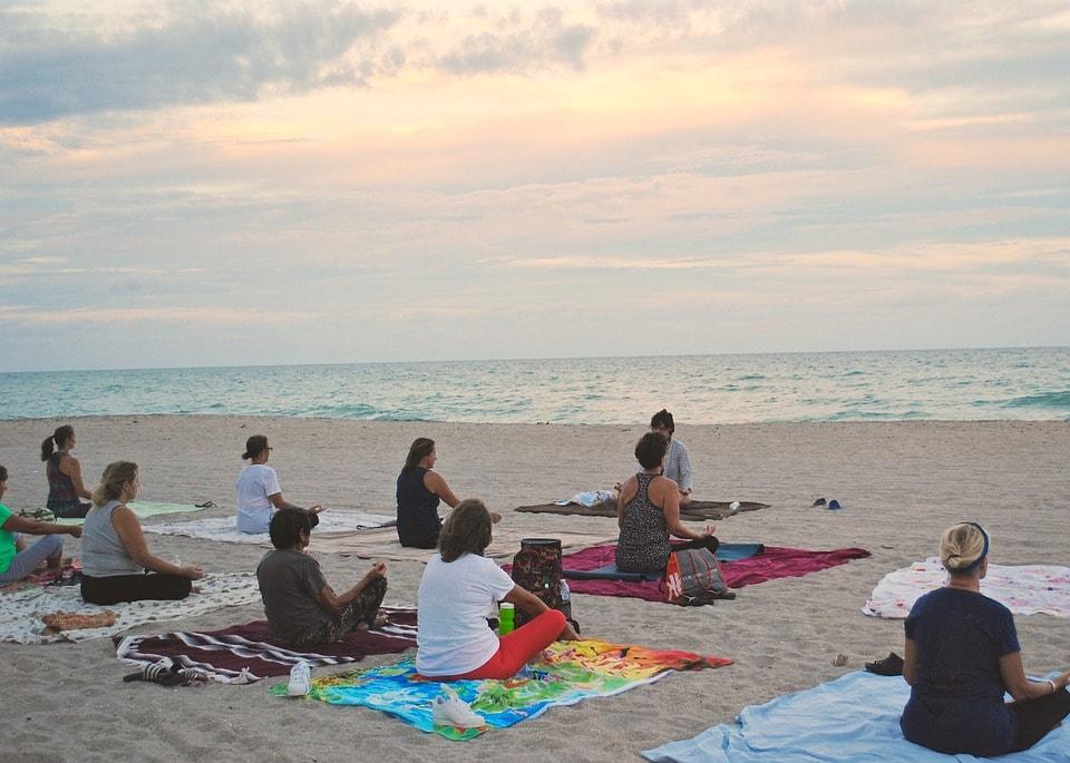 Meditative Einheiten, energetisierende Übungen & Asanas im Yoga-Retreat auf der Sonneninsel Zypern