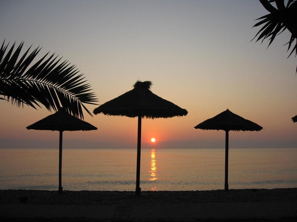 Genießen Sie die magischen Sonnenuntergänge in Korfu
